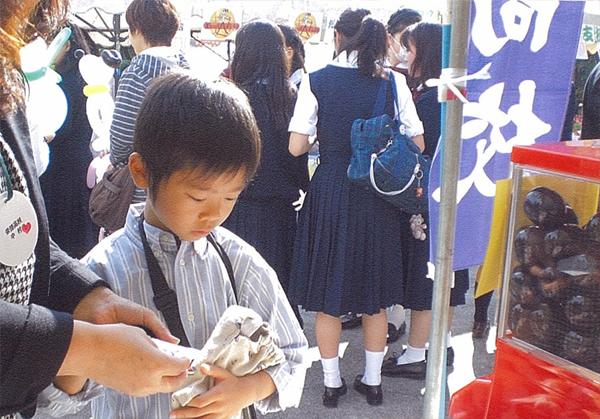 名古屋市 「オータムフェスティバル」_ガチャガチャ使用例_2