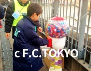 F.C.TOKYOキッズファンクラブ_試合観戦に来たらガチャガチャチャレンジ!クラブグッズをGET!
